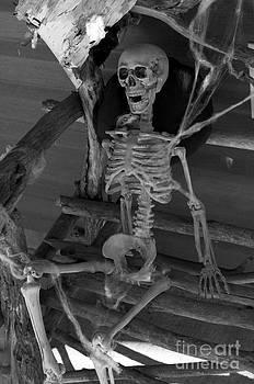 Elaine Mikkelstrup - Halloween Skeleton