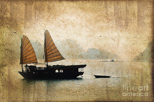 Delphimages Photo Creations - Halong Bay vintage