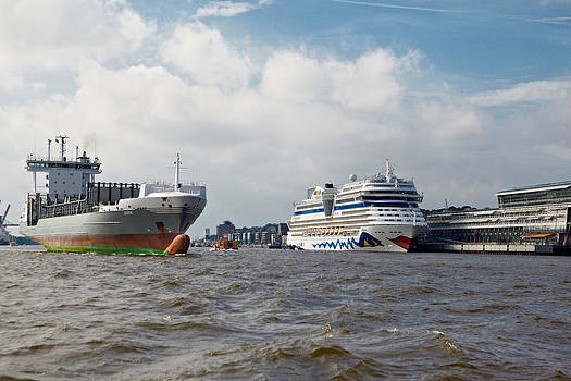 Jay Evers - Hamburg - Container Vessel and Cruise Liner