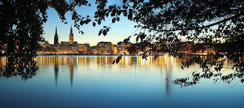 Hamburg Dream by Marc Huebner