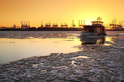 Hamburg Golden Winter by Marc Huebner