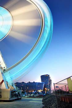 Hamburg Lightwheel by Marc Huebner