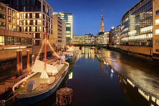 Hamburg Nikolaifleet by Marc Huebner
