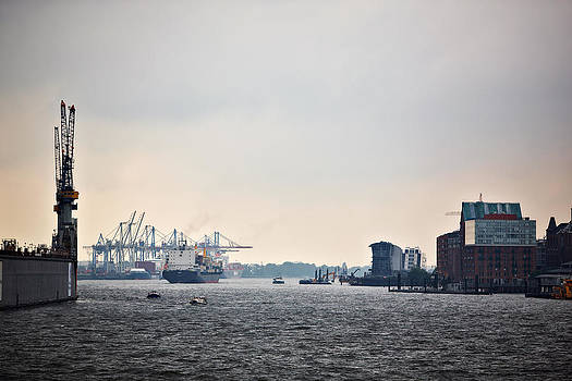 Jay Evers - Hamburg - View on the Port