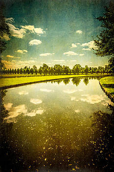 Lenny Carter - Hampton Court The Great Fountain Garden Curved Canal