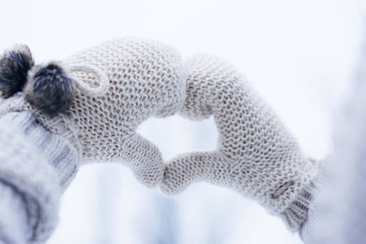 Newnow Photography By Vera Cepic - Hands in gloves making heart shape