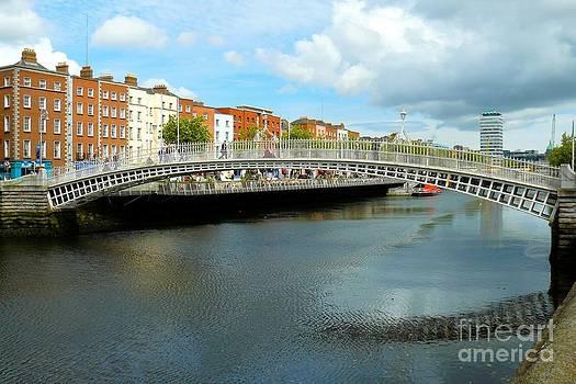 Ha'penny Bridge in Dublin by Gisela Scheffbuch