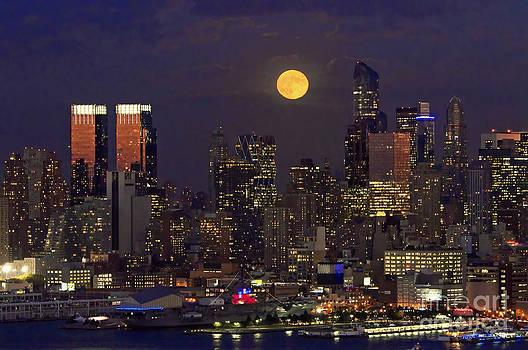 Regina Geoghan - Harvest Moon Over Manhattan
