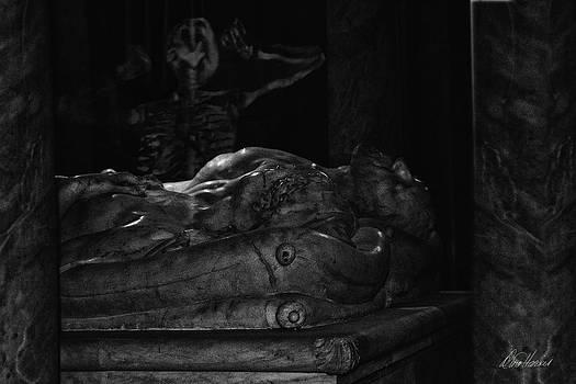 Diana Haronis - Haunted Crypt
