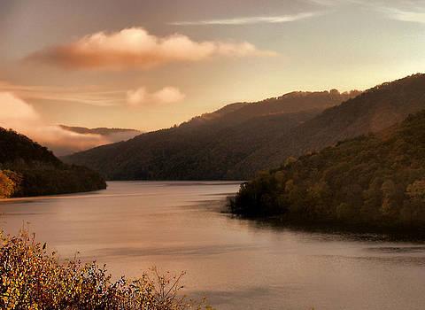 Matthew Winn - Hazy Sunset on Bluestone Lake