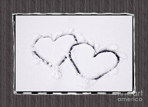 Beverly Claire Kaiya - Hearts on Snow with Wood Panel Background