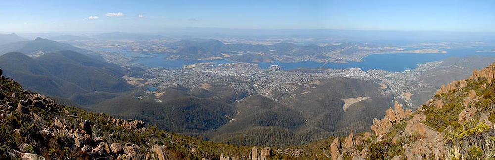 Hobart city by Glen Johnson