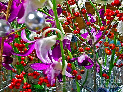 Holiday Flowers by Linda Zolten Wood
