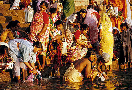 Dennis Cox - Holy Ganges pilgrims