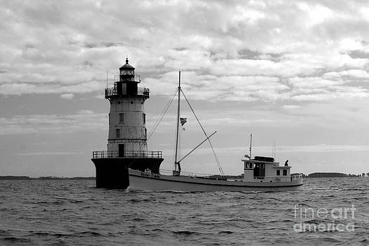 Hooper Lighthouse and the Winnie Estelle by Bren Thompson
