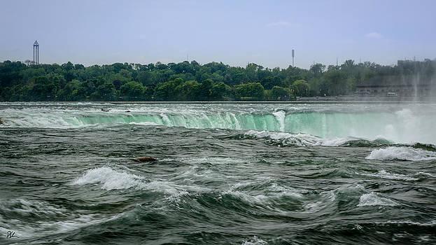 Horseshoe Falls by Pat Scanlon