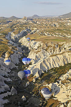 Kantilal Patel - Hot air balloons queueing through Gorge