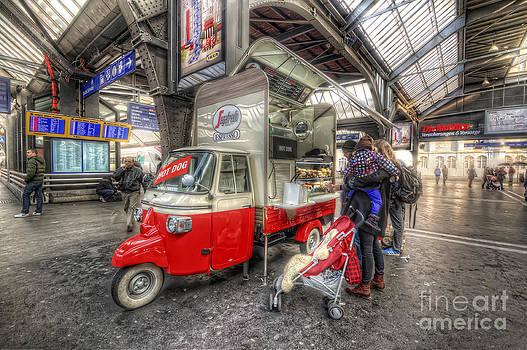 Yhun Suarez - Hotdog Stand at Hauptbahnhof