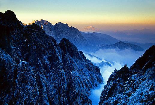 Dennis Cox - Huangshan winter dawn