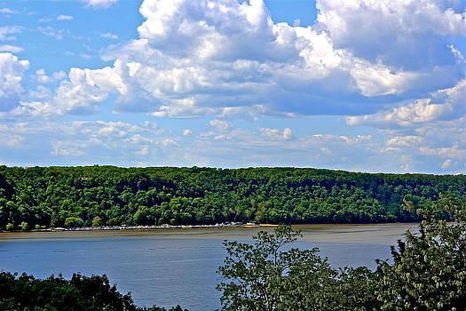 Hudson River by Felix Zapata