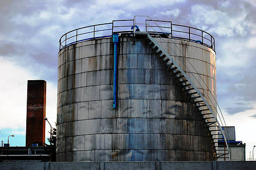 Huge tank by Peter Kallai