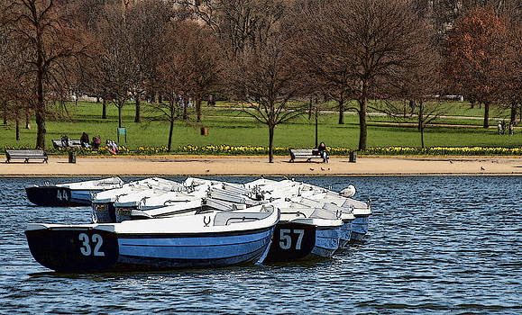 Hyde Park Boats by Joanna Madloch