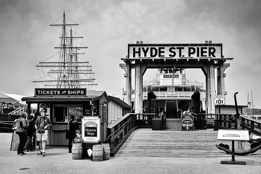 Hyde St. Pier by Tomasz Dziubinski