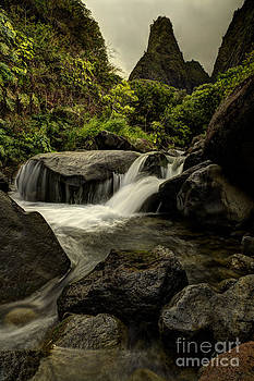 Iao Valley Needle by Tom Cuccio