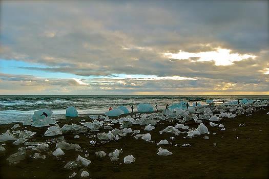 HweeYen Ong - Iceberg Beach