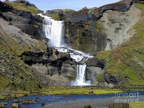 Iceland - cascade by Bernard MICHEL