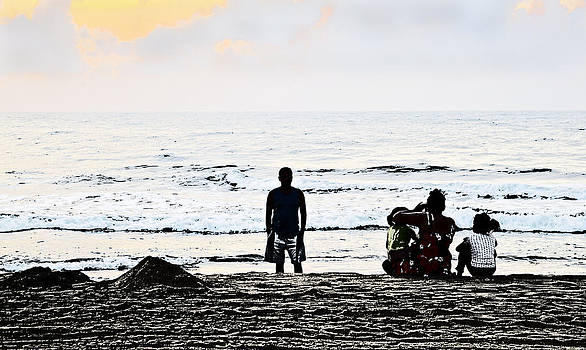 Kantilal Patel - Indian family catch sunrise at beach