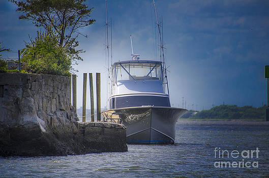 Dale Powell - Island Yacht