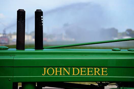 John Deere Antique Tractor by Frederic BONNEAU Photography