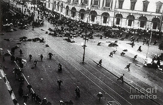 Photo Researchers - July Days Bolsheviks Clash