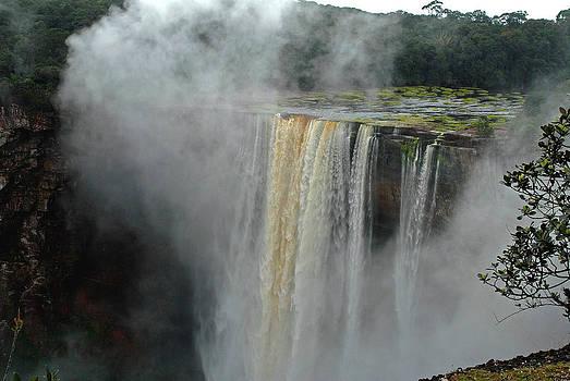 Kaieteur Falls Close by Stefan Carpenter