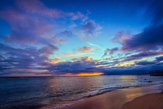 Kaimana Beach by John Perez