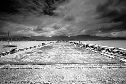 Kaneohe Pier by Robert  Aycock