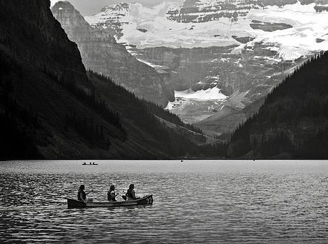 RicardMN Photography - Kayak on Lake Louise