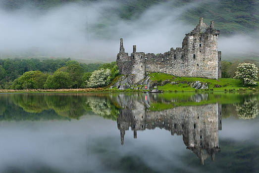 David Ross - Kilchurn Castle at Dawn