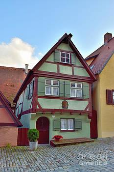Kleines Fachwerkhaus by Karin Sigwarth