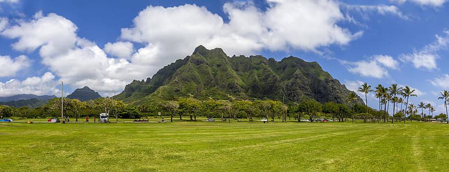Koolau Mountain Range Oahu Hawaii by Jianghui Zhang