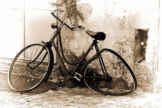 La Bicicletta by Oscar Alvarez Jr
