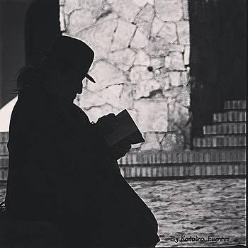 la Lectora. un Día Cualquiera, Me by Katalina Fuentes
