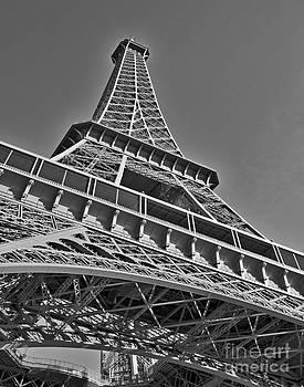 La Tour Eiffel by Jaymes Williams