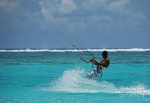 Lagoon kitesurfer by Camilla Brattemark