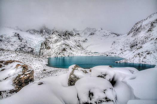 Laguna De Los Tres by Roman St