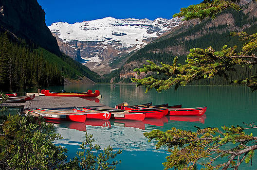 Dennis Cox WorldViews - Lake Louise canoes
