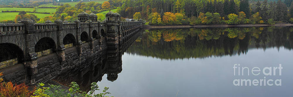 Lake Vyrnwy Dam by Pete Reynolds