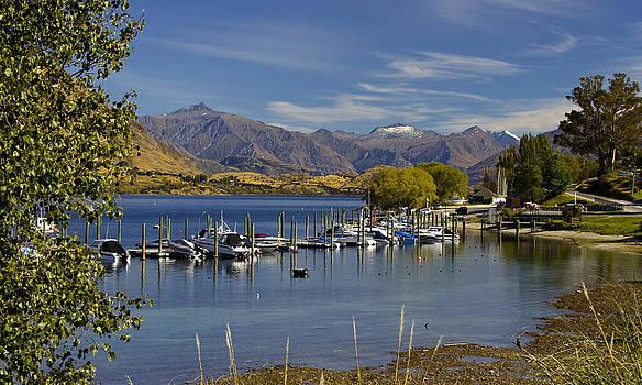 Venetia Featherstone-Witty - Beautiful Lake Wanaka New Zealand