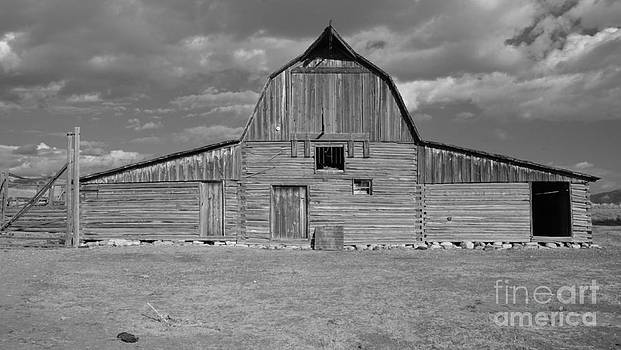 Large Barn by Kathleen Struckle
